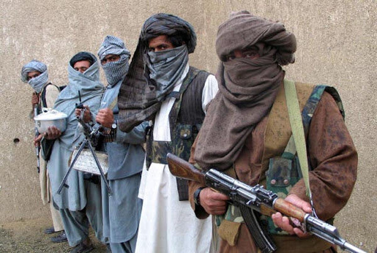 پرواز شهروند افغان در بیرون از هواپیما/ او از دست طالبان فرار کرد