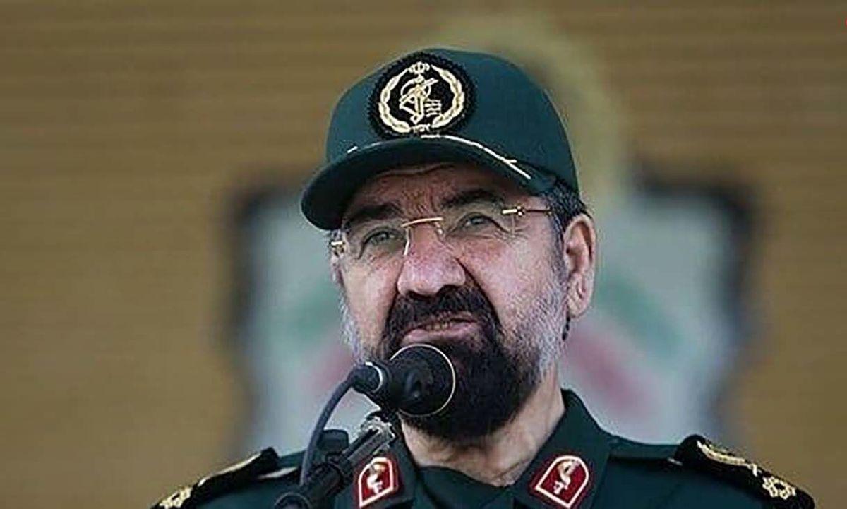 محسن رضایی: سرباز باشیم نه سربار