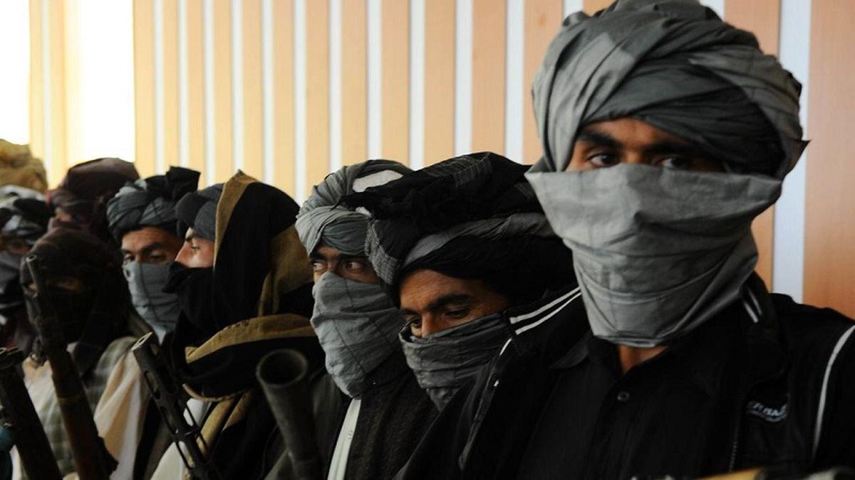 مجری معروف از ترس طالبان به خود می لرزید