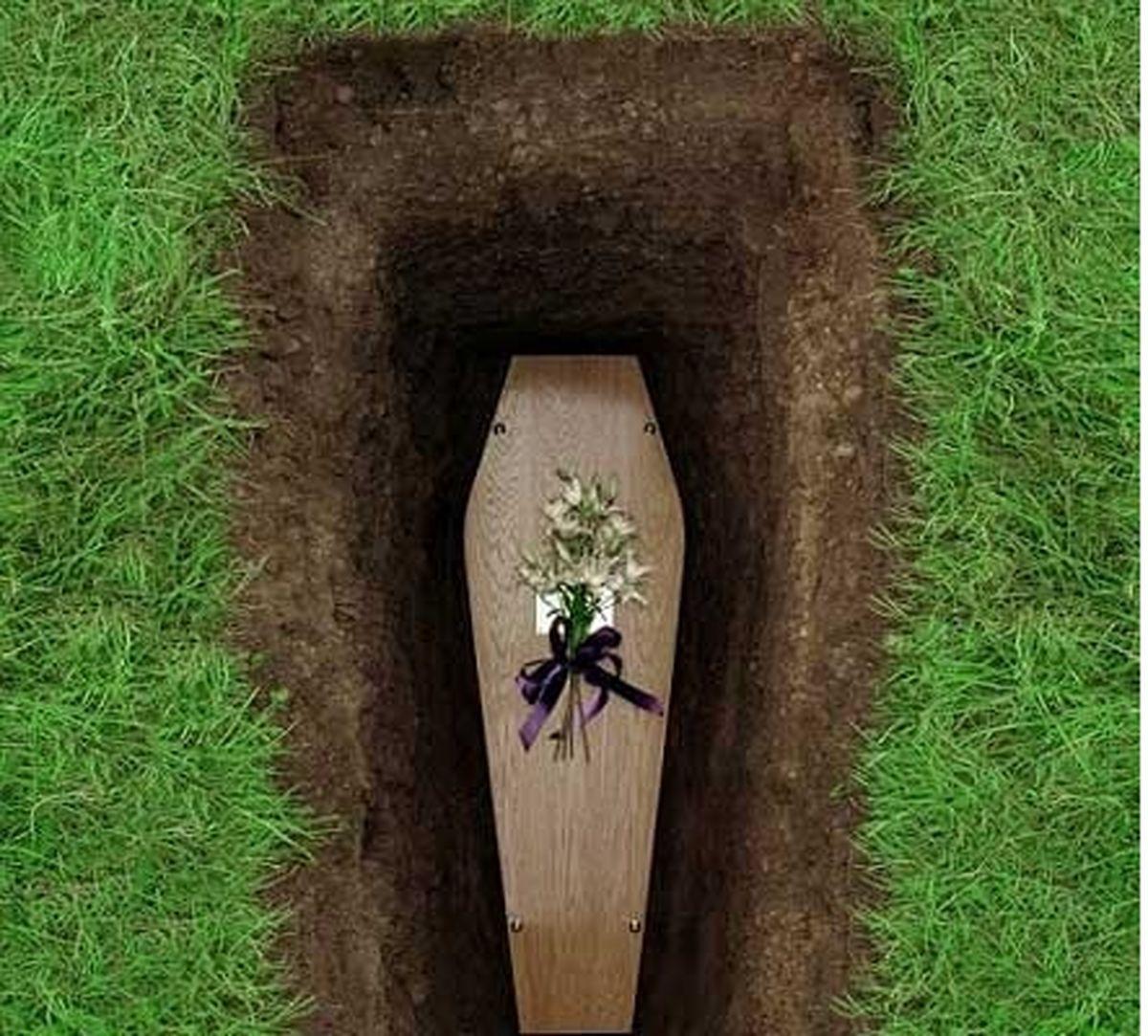 زنی که 10 روز در قبر زنده مانده بود!+عکس