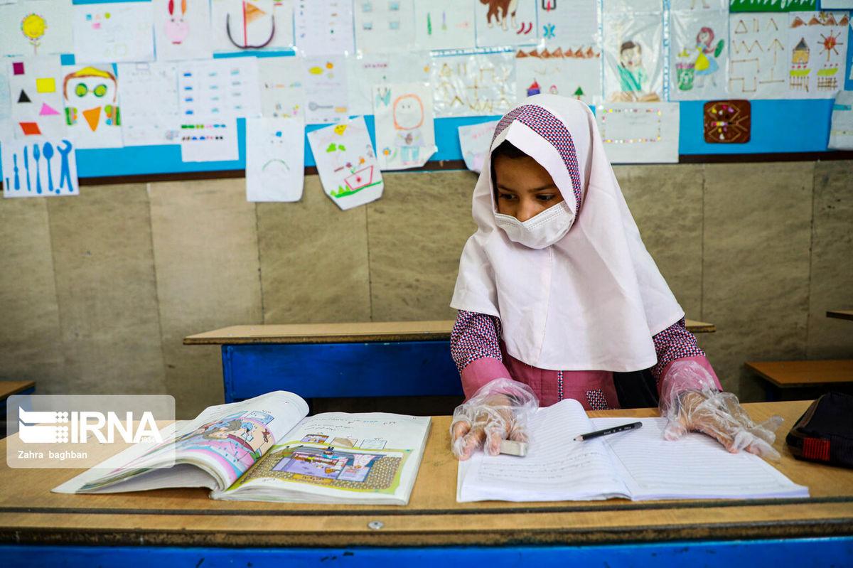 اهدای بیش از200 تبلت به دانش آموزان